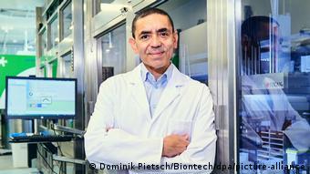 Угур Шахин в лаборатории своей компании BioNTech в Майнце