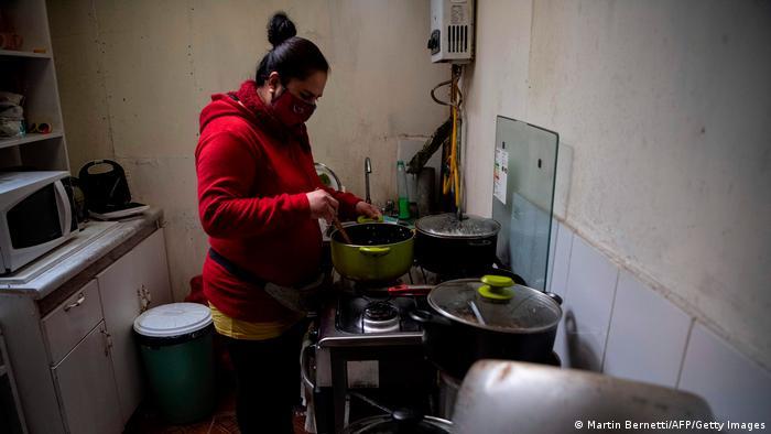 Die Corona-Pandemie verstärkt die Armut noch: Suppenküche in Santiago de Chile