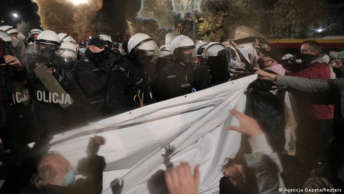 Police and protesters clash near Kacynski's house