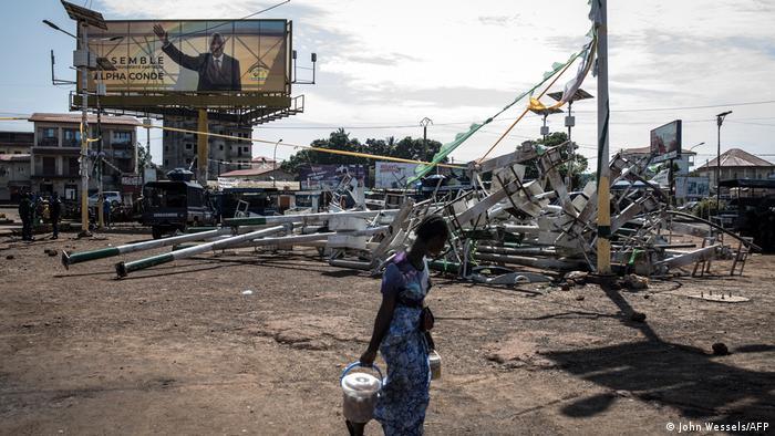 Guinea Bissau Conakry | Ruinen nach Ausschreitungen Gewalt Protest