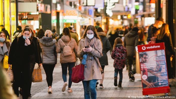 Deutschland | Coronavirus: Einkaufsstraße in Köln