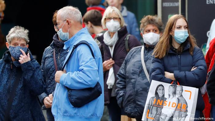 Coronavirus digest: Up to 40% of German population are ′high risk′ | News |  DW | 09.11.2020
