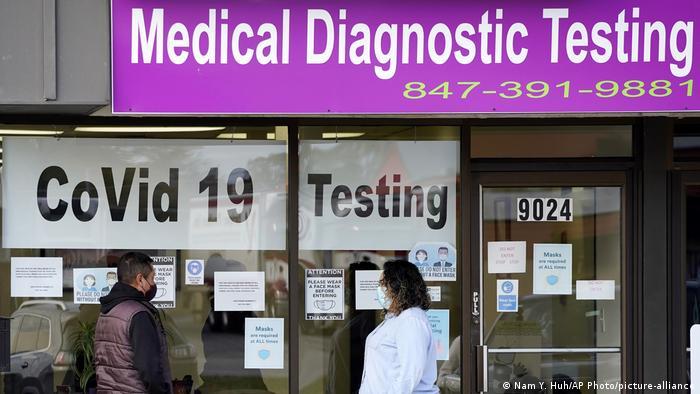USA Corona-Pandemie | Test (Nam Y. Huh/AP Photo/picture-alliance)