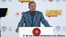 Erdogan am Rednerpult (Sercan Kucuksahin/AA/picture-alliance )