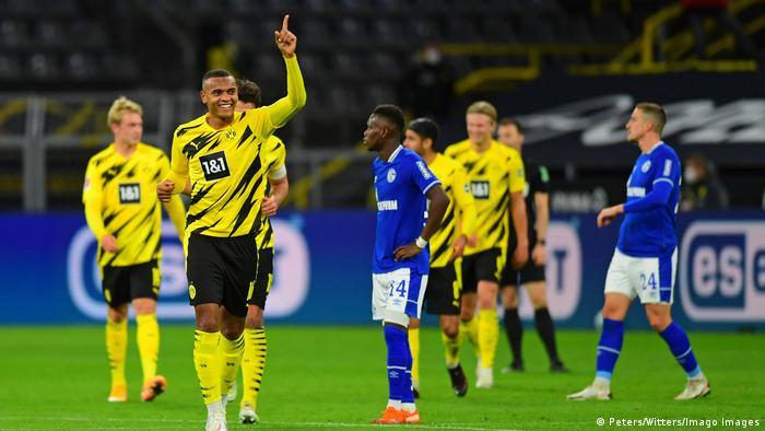 Deutschland Bundesliga - Borussia Dortmund v Schalke 04   Manuel Akanji
