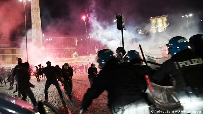 Protesty we Włoszech przeciwko restrykcjom nałożonym w związku z drugą falą epidemii, 24.10.2020