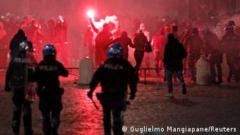 Акция протеста в Риме против ограничительных мер, введенных в целях борьбы с коронавирусом, 24 октября 2020 года.
