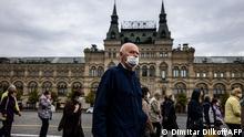 Moskau | Coronakrise Menschen mit Maske