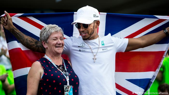 Mexiko | Lewis Hamilton und seine Mutter (PA Wire/dpa/picture-alliance)