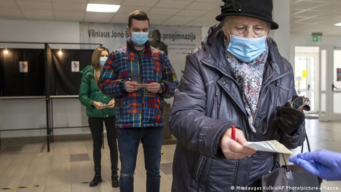 Жителі Вільнюса голосують у другому турі виборів до Сейму