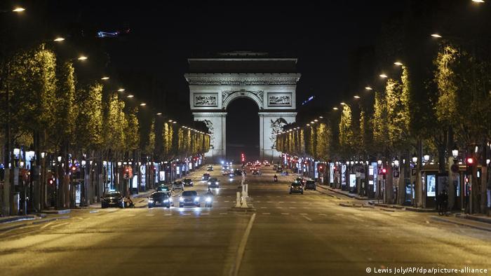Gotovo prazan Champs Elysees u Parizu