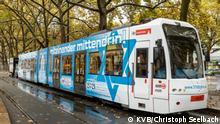 Трамвай во время презентации на площади Ноймаркт в Кельне