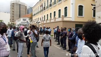 Angola Luanda |Protest vor Gericht