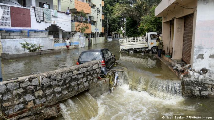 Indien Hyderabad | Hochwasser (Noah Seelam/AFP/Getty Images)