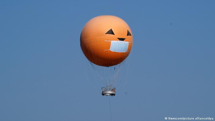 BG Halloween 2020 mit Covid-19 Motiven (Newscom/picture alliance/dpa)