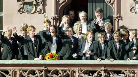 Frauenfußball   deutsche Nationalmannschaft (Michael Probst/AP Photo/picture-alliance)