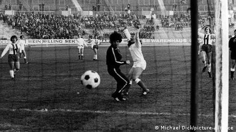 Fußball   Frauenfußball   Das 1. Spiel im Stuttgarter Neckarstadion (Michael Dick/picture-alliance)