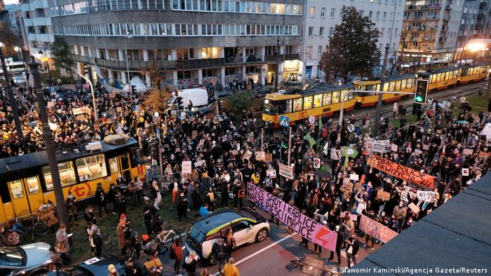 Thousands of protesters block streets in Warsaw, protesters carry banners