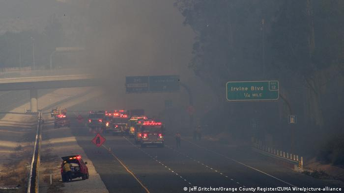 USA | Kalifornien | Silverado-Feuer nahe Irvine (Jeff Gritchen/Orange County Register/ZUMA Wire/picture-alliance)