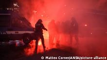 Italien Protest gegen Coronavirus Einschränkungen (Matteo Corner/ANSA/picture-alliance)