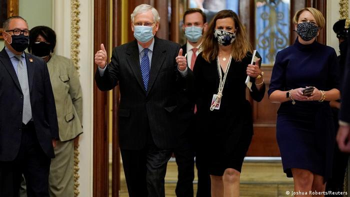 USA Mitch McConnell nach der Abstimmung im Senat zu Amy Coney Barrett (Joshua Roberts/Reuters)