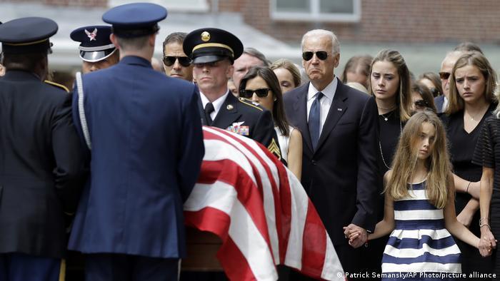 En 2015, Biden enterró a su hijo, Beau, quien murió de cáncer cerebral.