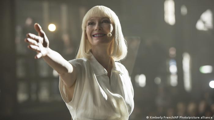 Swinton wearing white with her arms outstretched in a still from the film Okja by Bong Joon Ho (Kimberly French/AP Photo/picture alliance)