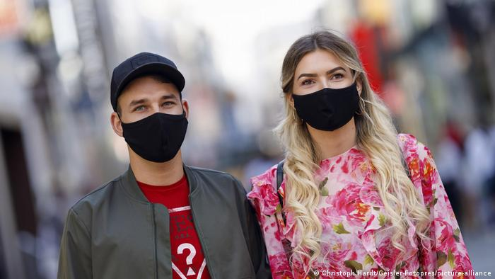 Two people wearing face masks in Cologne, Germany