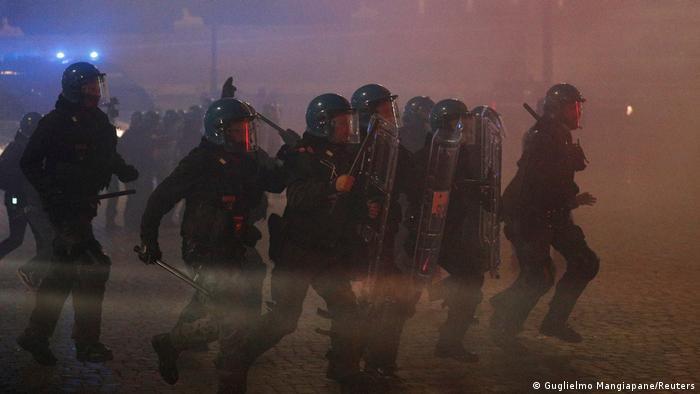 Policija u akciji na protestima protiv lokdauna u Rimu, 27.10.2020.