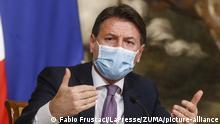Italien I Giuseppe Conte mit Maske