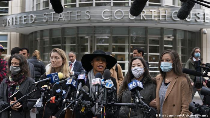 Branded Women I Michelle Hatchette I Nicki Clyne I Linda Chung I NXIVM (Mark Lennihan/AP/picture-alliance)