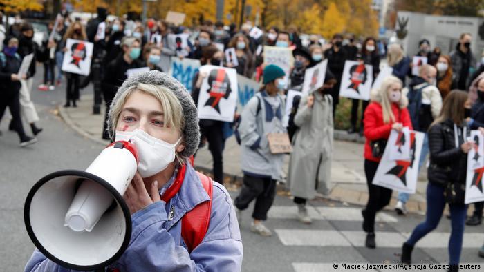 Warszawa: protest przeciwko zaostrzeniu prawa do aborcji (27.10.2020)