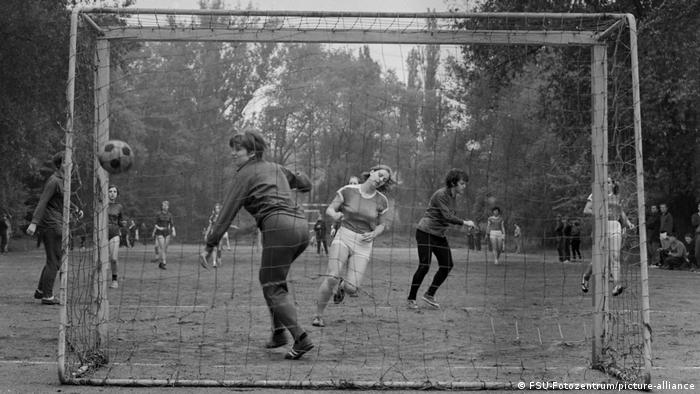 Women play football in East Germany