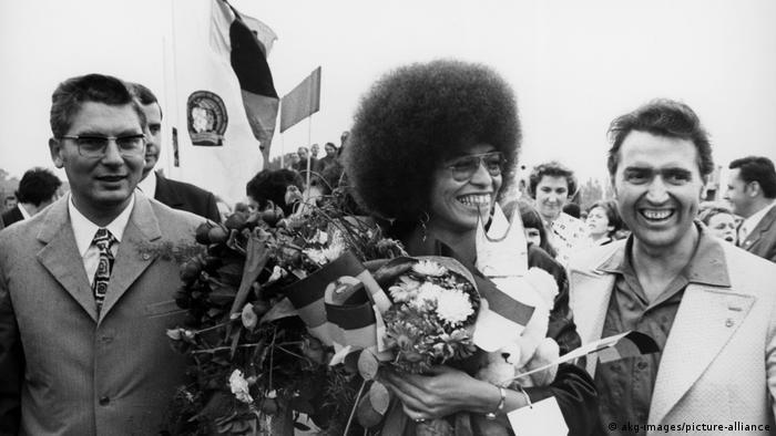 Берлин, 10 сентября 1972. Анджелу Дэвис встречают в аэропорту Шёнефельд в Восточном Берлине