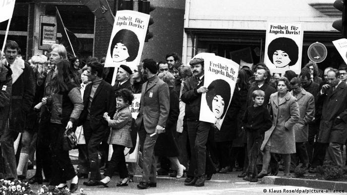 Демонстрация солидарности с Анджелой Дэвис