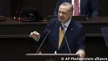Recep Tayyip Erdogan am Rednerpult (AP Photo/picture-alliance)