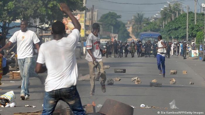 Elfenbeinküste Abidjan | Demonstrationen | Unruhen (Sia Kambou/AFP/Getty Images)