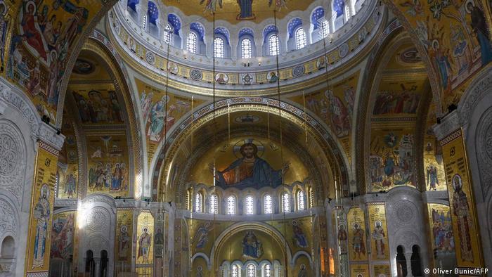Pogled na mozaike u Hramu Svetog Save u Beogradu