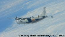 Titel: Yun-8 technical reconnaissance Aircraft used by the Chinese People's Liberation Army Air Force Beschreibung: Chinese Liberation army frequently enter Taiwan's 'air defence identification zone' frequently, which strained the cross-strait relationship. Aufnahmezeitraum: Okt. 2020 Keywords: China, Taiwan, air defence identification zone, Liberation army, Air force The copyright belongs to Ministry of National Defence, R.O.C.(Taiwan).