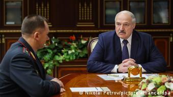 Новый глава МВД Беларуси Иван Кубраков получает напутствие от Александра Лукашенко