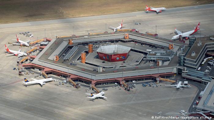 Tegel airport, top view showing its hexagonal shape (Ralf Hirschberger / dpa / picture alliance)