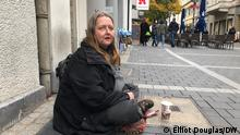 Beschreibung: For those who beg on the streets of Bonn every day, the coronavirus pandemic has brought fresh challenges. People have less disposable income and fewer people are out and about in cities. Some people who rely on begging are worried about the November lockdown.