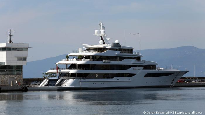 Яхта Royal Romance, господарем якої є Віктор Медведчук