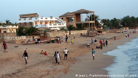 Les dégâts de l'érosion côtière à Saly au Sénégal