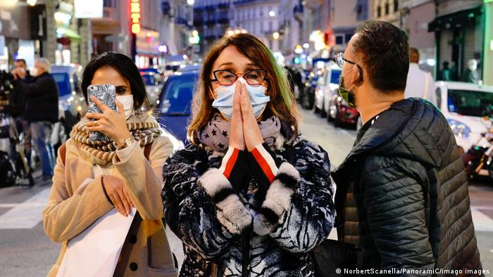 Immer noch sind viele Menschen in Nizza, dem Tatort des jüngsten islamistischen Terroranschlags, schockiert (NorbertScanella/PanoramiC/imago images)