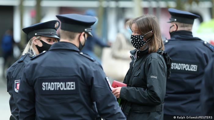 Deutschland | Coronavirus: Polizeikontrollen in Frankfurt