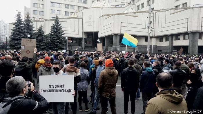 Акція протесту біля будівлі Конституційного суду України в Києві, 30 жовтня