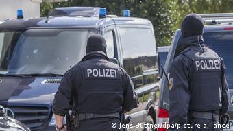 Немецкие полицейские во время обыска