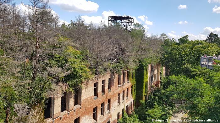 Abandoned lung sanatorium, Beelitz, Germany (August/Eibner-Pressefoto/picture alliance)