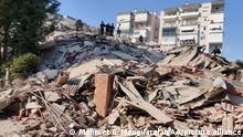 Türkei Izmir | Erdbeben Stärke 6,6 erschüttert Ägäis-Küste (Mehmet E. Menguarslan/AA/picture alliance)